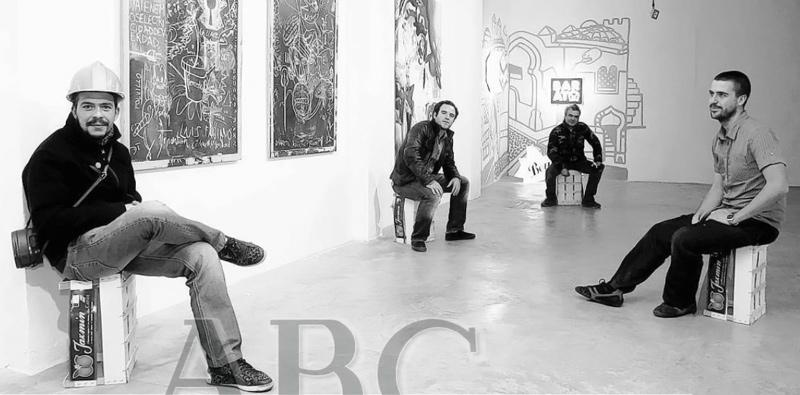 Galería Suffix, en un primer término, Eugenio Heredia, Pedro Delgado, Rafael López Bosch y Alonso Gil entre las obras de la exposición. FELIPE GUZMÁN