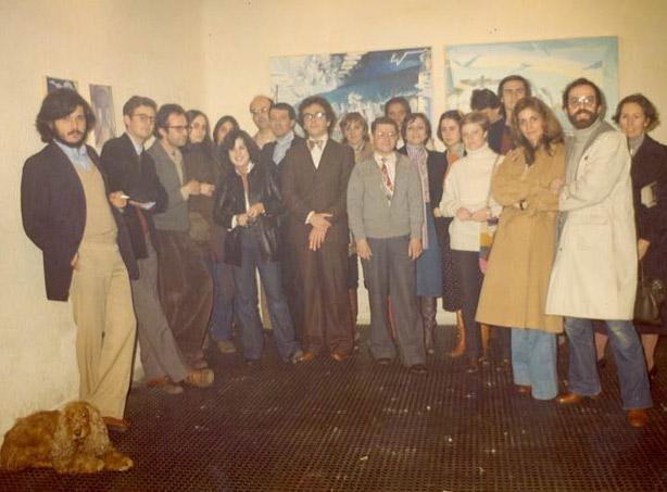 Imágenes de la exposición: Galería Baudes, 1973-2003, treinta años de arte contemporáneo y tantas cosas más. Mundo del arte en Baudes. Foto de grupo en el local de Claudio Coello 43