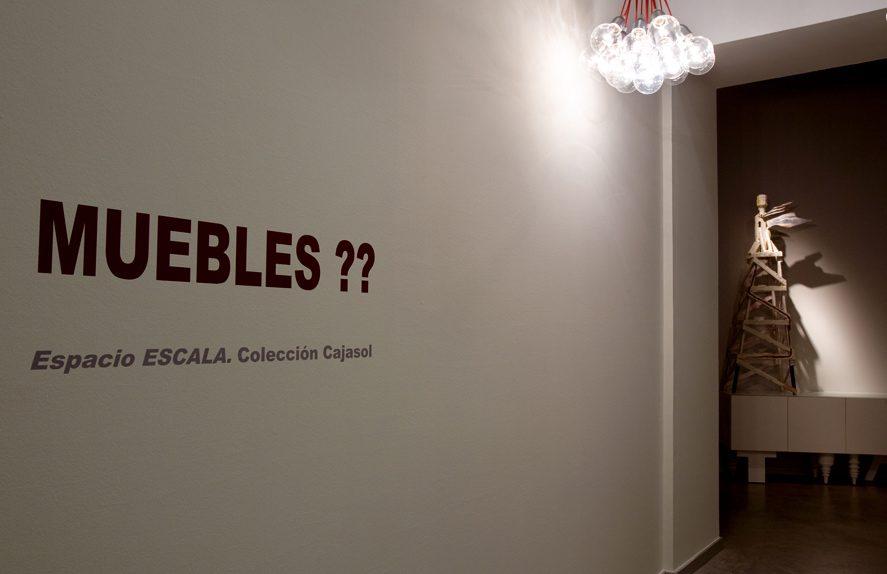 Vista de la exposición Muebles??? en el Espacio Escala. Sevilla. Foto: extraida web http://www.cajasol.es/espacioescala/index.htm