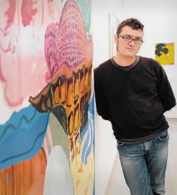 Javier Martín, ante una de sus obras. Foto: FELIPE GUZMÁN