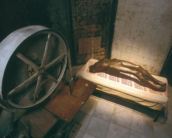 NOSOTRAS. CENTRO ANDALUZ DE ARTE CONTEMPORÁNEO. En la imagen obra de LOUISE BOURGEOIS. Cell (Arch of Hysteria), 1992-93.