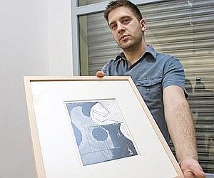 Pablo Barragán con una de sus piezas. Foto: DIAZ JAPÓN